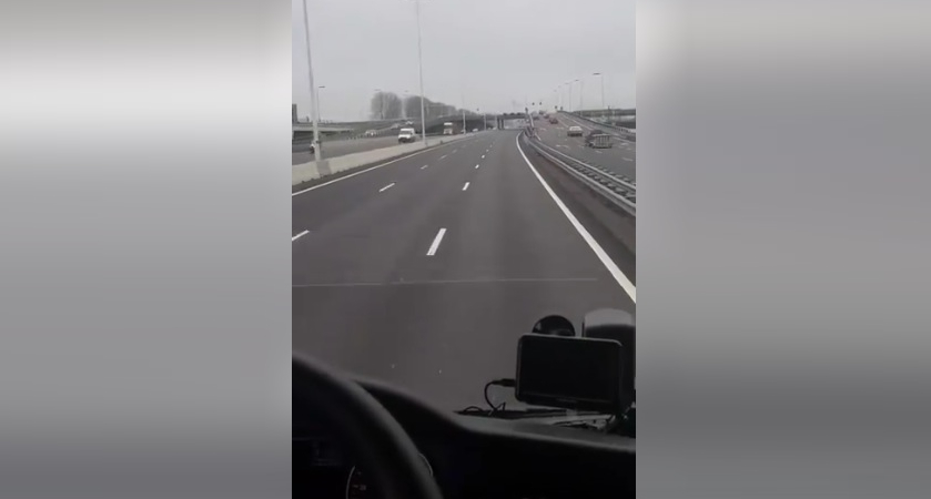 Un șofer de TIR român le arată alegătorilor PSD autostrăzile din Olanda. E ca la săraci: fără oi, fără gâște, fără bețivi!