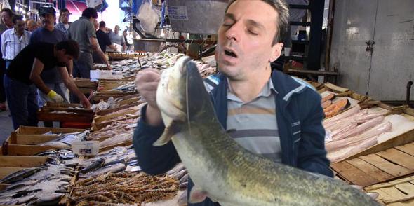 Mircea Badea s-a dus la piață să cumpere crap și i-au dat somn!