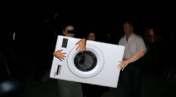 Incident la o nuntă de moldoveni: Au furat mașina de spălat crezând că e mireasa!