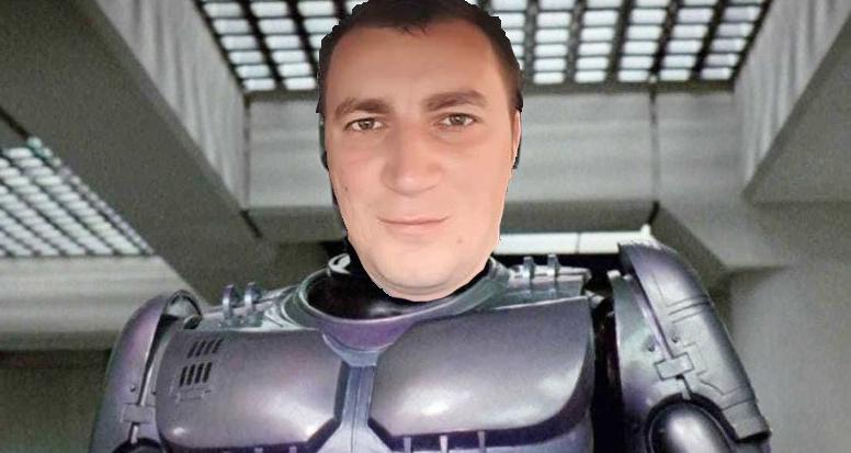 Marian Godină, reacții adverse după vaccin: cipul l-a transformat în RoboCop!