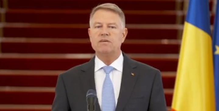 """Iohannis a început să vorbească în maghiară la nici două ore de la vaccinare: """"Jo napot kívanok, Bill Gates!"""""""