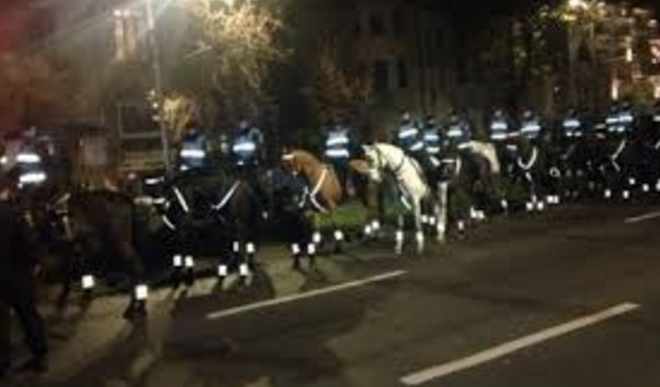 Au venit și jandarmii călare, după ce s-a zvonit că Soros dă 50 de lei de cal!