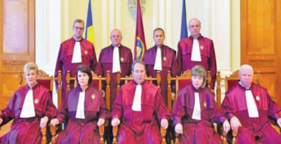 Chiar ați crezut că dictatura securistă care conduce România de 30 de ani prin diverse partide va renunța la pensiile speciale doar pentru că aşa ați votat voi?