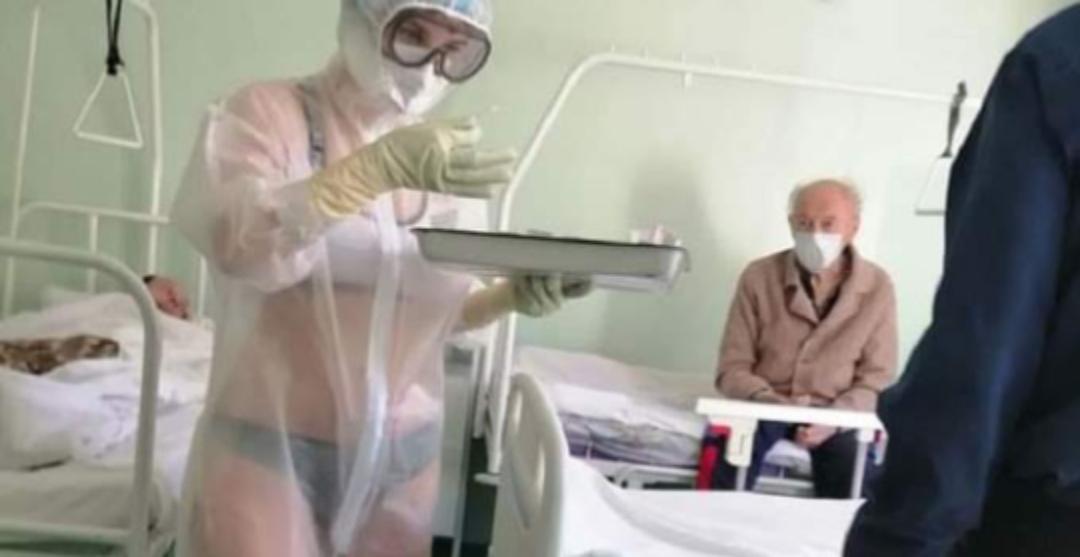 Asistenta care tratează pacienții cu Covid îmbrăcată în lenjerie intimă va fi detaşată la poliția medicală!