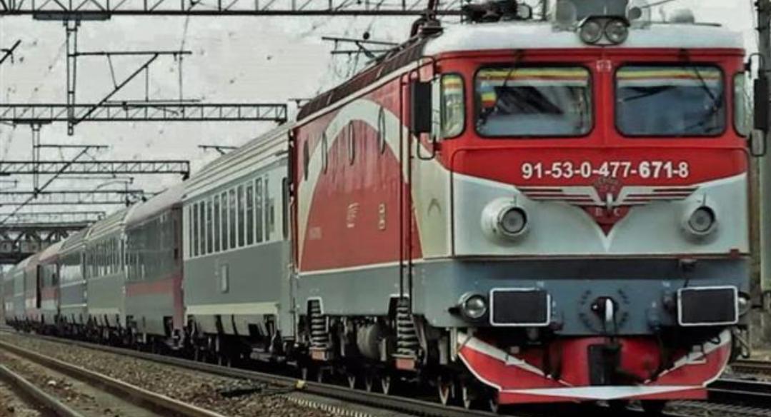Scandal în trenul Arad - Constanța: a întârziat doar două zile în loc de 4, iar călătorii și-au luat cazare abia de poimâine!
