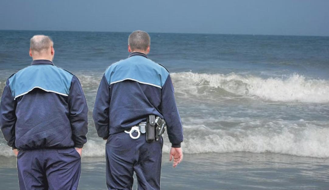 Succes în lupta antidrogla Constanța: polițiştii au arestatdouă valuri care se spărgeau la mal!