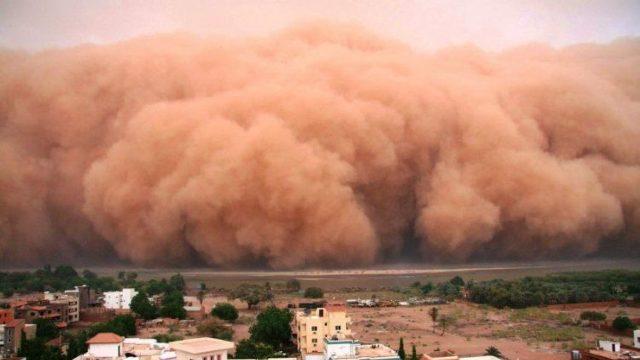 Un nor de praf saharian se îndreaptă spre România. Fix acum, după ce ne-a furat USR aspiratoarele!