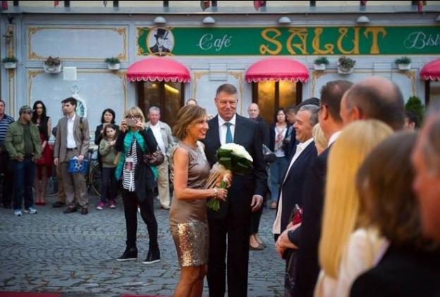 Carmen Iohannis se îmbracă ok, iar Cristian Sima e un sexist penibil