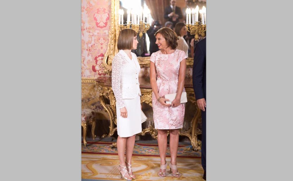 Macrameul reginei Spaniei sau draperia lui Carmen Iohannis?