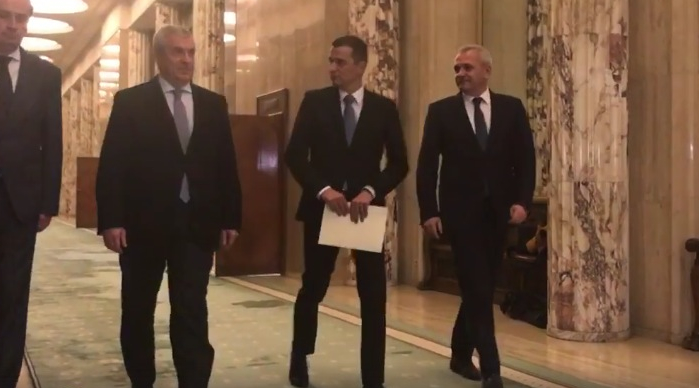 Prima zi la guvern: presupun că nici nu au avut nevoie de cheie ca să intre în Palatul Victoria