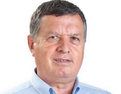 Primarul din Râmnicu Vâlcea, dosar penal după ce a agresat un voluntar care distribuia pliante cu salariul său de nabab