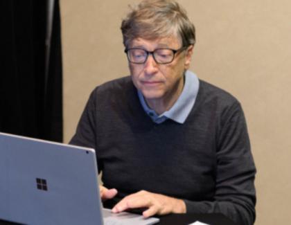 Cum a spionat-o Bill Gates pe Mărioara din Scobinți, 37,112º temperatură, Capricorn, când își lua ulei de la Lidl!