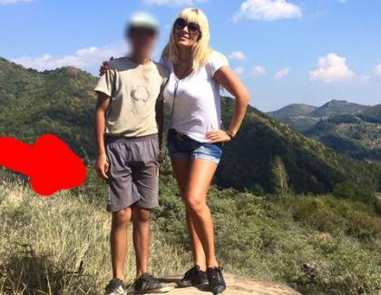 Un ciobănaș care se bucură de prezența doamnei Nuți cum se bucura şi Traian Băsescu!