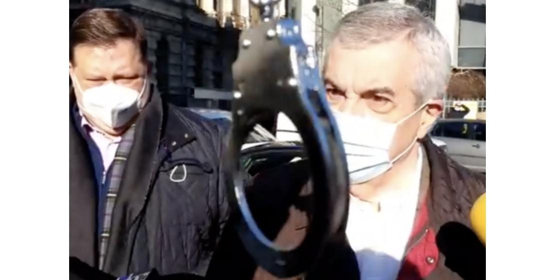 """Tariceanu, primit cu pâine şi cu executarela DNA de Marian Ceauşescu: """"Credeați căscăpați de cătuşe, borfaşule?"""""""